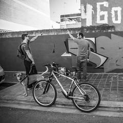 Tira Pai Soez (Jordi VECINOS FILMS) Tags: graffiti photo photography portrait people streetportrait streetphotography street sun black blackandwhite bw monochrome white streetart art bike bicicleta dog perro paths lines candid