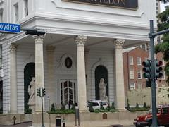 (sftrajan) Tags: neworleans hotel architecture centralbusinessdistrict cbd lepavillonhotel newhoteldenechaud hoteldesoto 1900s baronnestreet poydrasstreet columns statues toledanowogan toledanoandwogan