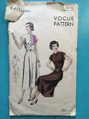 Vogue 6411 (kittee) Tags: kittee vintagesewing vintagepattern oldie lenttoerika skirt flaredskirt blouse roundneckline capsleeves size16 bust34 hip37 vogue vogue6411 shortsleeves nodate 1940s 1950s 6411