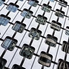 Tour Ariane, La Defense (9320) (cfalguiere) Tags: architecture ariane carre colorwhite facade geometric locationladefense square tourariane zoneesplanadesud