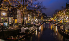 Keizersgracht Amsterdam (Emperors Canal) (Vctor Gmez Kapranos) Tags: nikon nikonphotography nikond3100 nightphotography nikontop longexposure longexposureshot iso100 amsterdam keizersgracht netherlands d3100 slowshutter reflections canal water