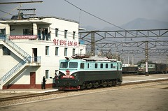 Rajin (Rason) station (Frühtau) Tags: dprk north korea scene people leute land nordkorea asia asian east building socialist country industrial city korean design architektur gebäude traffic centre stadt propaganda daily life scenery 朝鲜 朝鮮 cháoxiān 地 outdoor корея северная كوريا الشمالية 北朝鮮 corea del norte corée du nord coreia do coréia เกาหลีเหนือ βόρεια κορέα culture szene rajin rason railway station gare bahnhof train tren treno ferrocarril locomotive electric wire eisenbahn freight