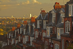 Vecchie sorelle / Old sisters (Muswell Hill, London, United Kingdom) (AndreaPucci) Tags: muswellhill london uk edwardian houses canarywharf andreapucci canoneos60 hillfieldpark