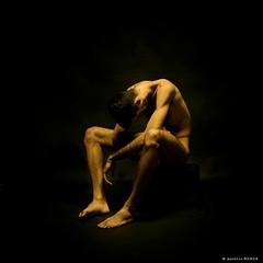 Sentado por Aurelio Monge basado en la obra de Wilhelm Lehmbruck  (aurelio MONGE) Tags: aurelio monge claroscuro hombre male tenebrismo model chiaroscuro nude man art aureliomonge fineartphotography aureliomongefineartphotographyfotografiaartistica