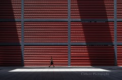 Sol y sombras (Carhove) Tags: lines woman girls madrid sun shadows arquitectura architecture red minimal minimalism minimalismo
