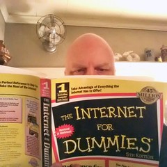 Day #8 - Still No Internet (Studio d'Xavier) Tags: comcast internet cellphone 365 peoplereading 365days werehere 292365 literarylife samsunggalaxyiii october202014 internetfordummies