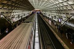 Washington Metro Station (chrisar676) Tags: usa station handy underground subway washington metro cellphone bahnhof mobilephone ubahn iphone mobiltelefon iphone5s