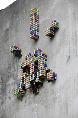 Space Invader [07/2008] (Ruepestre) Tags: street streetart paris france art space spaceinvader cube invader rubik