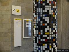 Mosaik-Sule (Sockenhummel) Tags: berlin schneberg fuji ubahnhof bahnhof finepix fujifilm halle x20 sulen mosaik bayrischerplatz fujix20 ubahnhofbayrischerplatz