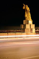 Monumento al pescatore 02 (Promix The One) Tags: auto mare cielo luci lungomare marche massi notturno canoneos1dsmarkii canonef28135f3556isusm scieluminose monumentoalpescatore sanbenedettodeltrontoap