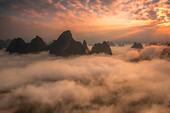 Above the clouds (KESS Photos) Tags: landscape china guilin yangshuo cloud nube mountain montaa sunrise sol sun cielo sky nature outdoors explore travel nisi nisifilter rioli liriver amanecer xianggong xianggongshan paisaje skyscape