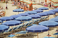 Cinque Terre, Monterosso, beach (Kurtsview) Tags: italy cinque terre monterosso beach mediterranean outdoor sun summer umbrella blue sand