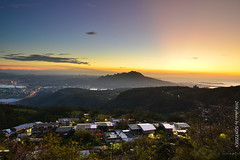 (szintzhen) Tags:          sunglow sunset sky mountain taipeicity taiwan
