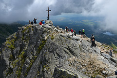 Crowded summit, Predn Solisko, The High Tatras (Thomas Roland) Tags: national park nrodn nature outdoor panorama green holiday travel tourist slovakia slovakiet slovak republic summer sommer mountain maountains bjerg berg hje tatra vysok tatry high tatras view udsigt hike walk strbske pleso peak summit predn solisko acrophobia