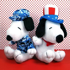 Double the fun! #snoopy #metlife #forsale #collectpeanuts #snoopygrams #unclesam #military #camouflage #patriotic #snoopylove #ilovesnoopy (collectpeanuts) Tags: collectpeanuts snoopy peanuts charlie brown