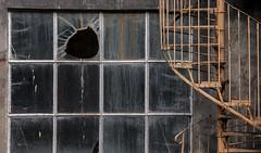 La vitre brisée (mrieffly) Tags: vieuxbatiment vitres escalierencolimaçon usinedélaissée canoneos50d