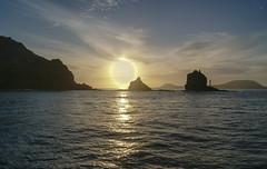 Ocaso en Lanzarote II (Josu Godoy) Tags: sunset puestadesol coucherdesoleil lansdcape paisaje paysage sun sol soleil mar mer sea lanzarote seascape canarias canary island rock rocher roque