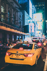 Taxis in the Night (Ani_Ro) Tags: nordamerika northamerica amerika america unitedstatesofamerica usa unitedstates us newyorkcity newyork nyc ny broadway manhattan lights light lichtschatten schatten licht lightshadow shadow nacht nachtleben taxi urban urbanpictures urbanlife stadt stadtleben street strase colours colour farbe farben sony sonyalpha7 alpha7 festbrennweite