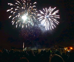 Fireworks at Tring (Snapshooter46) Tags: fireworks tring november 2016 spectators display