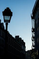Escalier  contre-jour (Thierry Poupon) Tags: candlabre faade paris aube bleu ciel escalier leverdesoleil ruerenboulanger iledefrance france fr