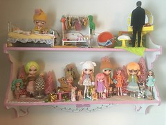 (andersonsmith.katie) Tags: blythe doll middie neo shelf display diorama ice rune wendy weekender simply mango tbl factory fake pixie peaceful licca skipper christmas holiday winter retro bedroom 70s vintage kitsch collection toy