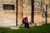 Bologna, 2016 (Antonio_Trogu) Tags: streetphotography candid urban antoniotrogu 2016 italia italy emiliaromagna bologna man uomo cappuccio rosso red hood nikon d3100 afs35mm18