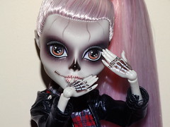 Tearin' up the gravel (meike__1995) Tags: monster high zomby gaga mattel collector doll