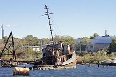 r_141019510_circum_a (Mitch Waxman) Tags: newyorkcity abandoned tugboat newyorkharbor arthurkill workingharborcommittee statenislandcircumnavigation