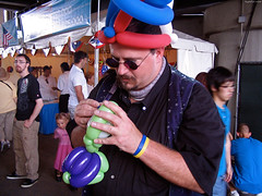 "Balloon Artist making a turtle • <a style=""font-size:0.8em;"" href=""http://www.flickr.com/photos/34843984@N07/15546097792/"" target=""_blank"">View on Flickr</a>"