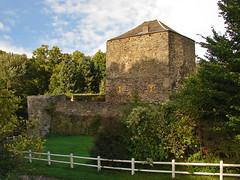 Villers-la-Ville - Le Chtelet (grotevriendelijkereus) Tags: tower castle tour belgium belgique keep fortress chteau wallonie chtelet villerslaville donjon wallonia brabantwallon merbais