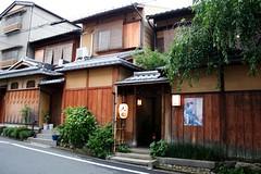 Kyoto - Higashiyama (*maya*) Tags: street wood streets japan ancient kyoto traditional maiko geisha gion teahouse giappone legno kaiseki higashiyama kenninji casadatè
