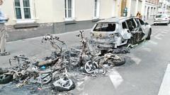 2015-06-15 Paris - Motos et  voiture incendiées samedi soir - 59 rue de l'aqueduc (P.K. - Paris) Tags: paris france june fire juin voiture moto violence incendie 2015 insécurité criminel