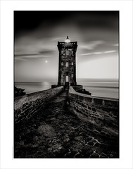 Kermorvan Phare Walkway, Brittany. (Gary Rowlands) Tags: leica s 24mm superelmars france brittany sea water sky lighthouse phare atlantic ocean night sunset reflections bw monochrome roadtrip