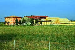 Piazzola sosta autostrada a Fiorenzuola Pc (marvin 345) Tags: emilia italy italia casa casavecchia fienile campagna house rudere ruin