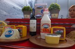 Productores ofrecen sus productor lacteos (senasaperu) Tags: senasa vferianacionaldeganadolechero holstein brownswiss sanidadanimal