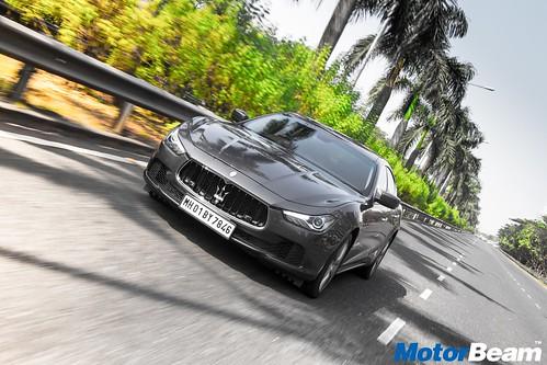 2017-Maserati-Ghibli-01
