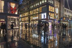 City lights (JP Korpi-Vartiainen) Tags: baijeri bavaria bavarian etelsaksa germany munchen munich november autumn baijerilainensaksa city german kaupunki marraskuu matka matkailu matkustaa saksalainen southern syksy tourism travel trip urbaani urban