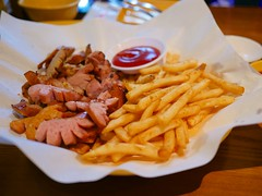 Sausage and Fries (Travis Estell) Tags: cheongdamdong frenchfries fries gangnam gangnamgu korea republicofkorea sausage seoul southkorea 강남구 대한민국 서울시 청담동