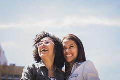 Smile to two (Mara.Ribeiro) Tags: smiles girls couple
