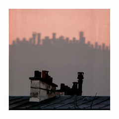 Impressions soleil levant (hélène chantemerle) Tags: mur cheminées ombre soleillevant rose orange noir toits paris wall chimneys shadows sunrise roofs pink