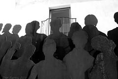 S de Siluetas (Marmotuca) Tags: metal reja gente personas badajoz silueta siluetas balcn extremadura hierro provinciadebadajoz