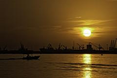 Shuwaikh beach sunset (Azarbhaijaan) Tags: sea sky sun green beach water port boat shuwaikh azharmunir drpanga bahgadi