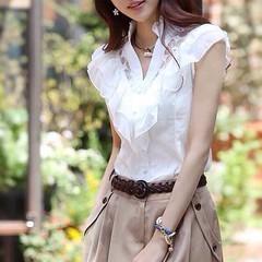 เสื้อเชิ้ตสีขาว แต่งผ้าแก้วคอวีสวยแฟชั่นเกาหลี นำเข้า ไซส์SถึงXL - พรีออเดอร์BM2590 ราคา1300บาท เสื้อเชิ้ตผ้าแก้วสีขาว ผ้าแก้วลายดอกไม้สวยแบบเสื้อเชิ้ตชีฟองแขนกุดคอวีแบบปกเสื้อตั้งระบายน่ารักใสๆ ช่วงคอระบายแต่งเป็นรูปตัววีช่วยให้ดูอกผายสวยด้วยเสื้อเชิ้ตสี