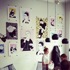 Uudenmaankadun Sushibar + Winessa uunituoretta julistetaidetta by Aino Salo. Osa GRRR näyttelysarjaa.. Tulot suoraan taiteilijoille! #sushibarwine