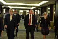 Premiers head to meeting with Chinese investors ∕ Les premiers ministres se dirigent vers leur rencontre avec des investisseurs chinois