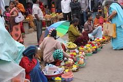 IMG_5510 (m.carmegarrigacurt) Tags: people india market chamundi