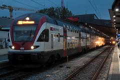 SBB Doppelstockzug RABe 511 024 - x KISS der Firma Stadler Rail ( DOSTO 6 - teilig ) in der Fernverkehr Farbgebung grau am Bahnhof Zrich HB im Kanton Zrich in der Schweiz (chrchr_75) Tags: oktober train schweiz switzerland suisse swiss eisenbahn rail zug sbb christoph sbahn svizzera bahn treno schweizer ffs 2014 suissa cff chrigu stadler zrcher 1410 doppelstockzug dosto bahnen tranin chrchr hurni chrchr75 chriguhurni albumbahnenderschweiz chriguhurnibluemailch oktober2014 albumbahnenderschweiz2014712 albumsbbrabe511doppelstockzug albumstadlerrail
