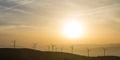 Parque elico, atardecer (dfvergara) Tags: parque espaa sol contraluz atardecer galicia cielo nubes monte niebla parqueeolico eolico aerogenerador acaiza montouto2000