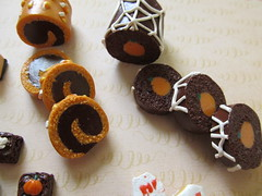 1/6 size Halloween Cake Rolls (blackcatmeows13) Tags: halloween cake barbie pizza polymerclay pullip blythe brownies taeyang 16scale