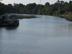 "La rivière Kwai <a style=""margin-left:10px; font-size:0.8em;"" href=""http://www.flickr.com/photos/83080376@N03/15722869505/"" target=""_blank"">@flickr</a>"